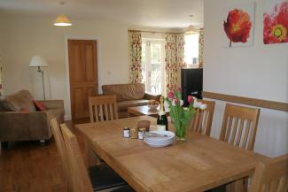 Orchard Cottage - dining area